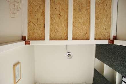 Bureau Mezzanine: Bureau de style de style Minimaliste par TOPOLOGY