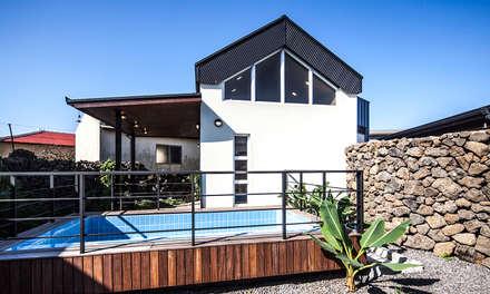 제주 두모리 주택: 더 이레츠 건축가 그룹의  주택