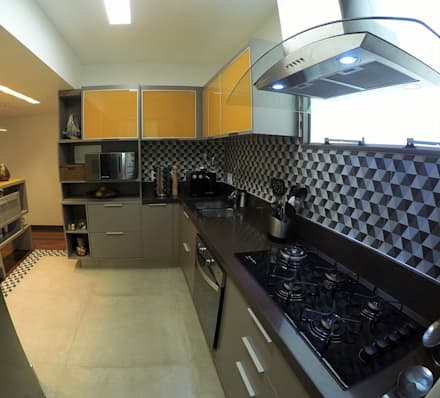 Kitchen units by STUDIO CALI ARQUITETURA E DESIGN
