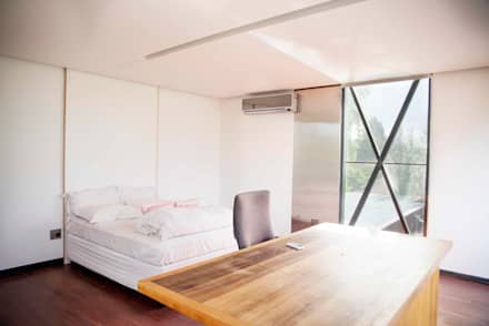 House Bloemfontein: industrial Bedroom by FAME Projects