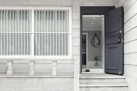 북유럽 감성을 가득 담은 20평대 주택 인테리어: husk design 허스크디자인의  복도 & 현관