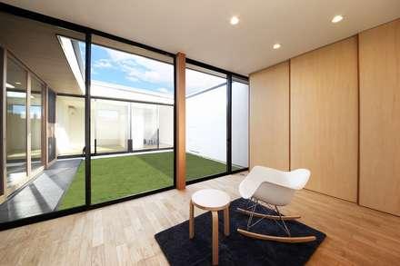 Bed Room: STaD(株式会社鈴木貴博建築設計事務所)が手掛けた寝室です。