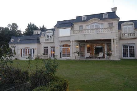 Single family home by CIBA ARQUITECTURA