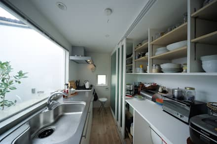 Built-in kitchens by 石川淳建築設計事務所