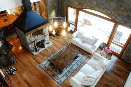Salas / recibidores de estilo clásico por CIBA ARQUITECTURA