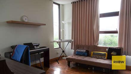 Rumah Bukit Ligar:  Ruang Kerja by RHBW