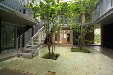 トレステージ浜田山: HAN環境・建築設計事務所が手掛けた階段です。