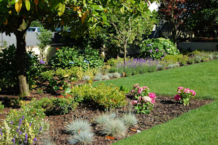 Jardim particular em Paços de Ferreira: Jardins mediterrânicos por Labirinto - jardins