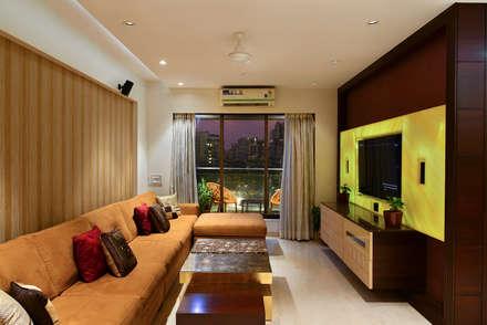 PRIVATE RESIDENCE SANTACRUZ: modern Living room by smstudio