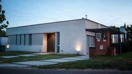 Casa 131: Casas unifamiliares de estilo  por Papillon Arquitectura
