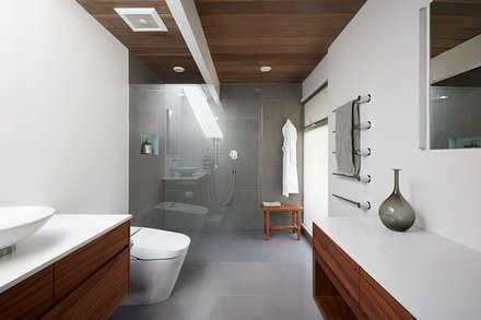 Burlingame Eichler Remodel Klopf ArchitectureBurlingame Eichler Remodel Klopf Architecture: modern Bathroom by Klopf Architecture