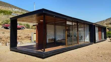 FACHADA PRINCIPAL : Casas de estilo moderno por arquiroots