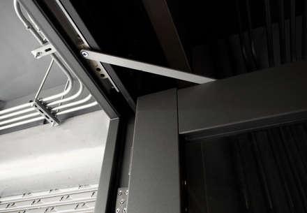 أبواب زجاجية تنفيذ 日常鉄件製作所