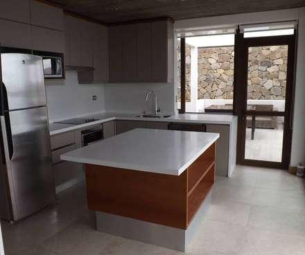 COCINA: Cocinas de estilo moderno por arquiroots