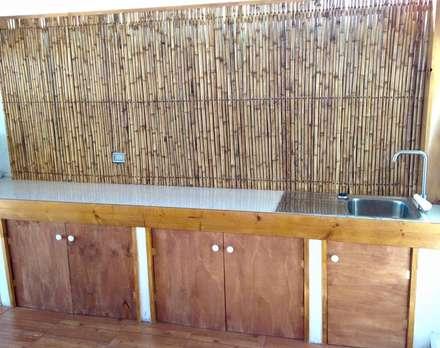 MESON DE TRABAJO: Cocinas de estilo rústico por arquiroots
