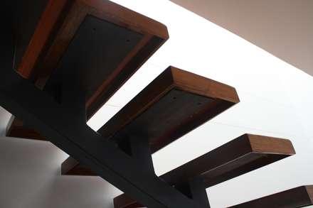 REMODELACION APARTAESTUDIO: Escaleras de estilo  por RIVAL Arquitectos  S.A.S.