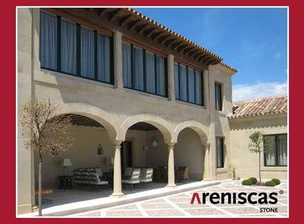 Arcos de piedra natural  ---...---...---...---...---...---...---... Arches in natural stone: Casas unifamilares de estilo  de ARENISCAS STONE