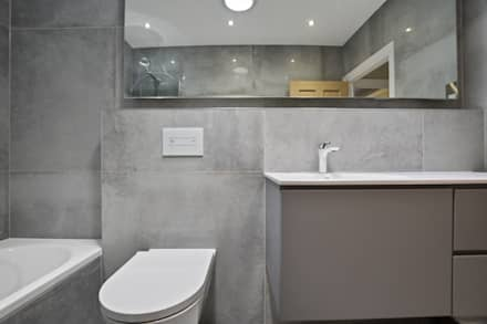 Case Study: Twickenham, Middlesex: modern Bathroom by BathroomsByDesign Retail Ltd