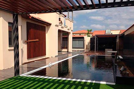 Remodelação de espaço exterior _piscina : Piscinas de jardim  por MOBEC