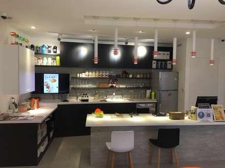 賀寶芙設計案 特色造型 大膽配色:  餐廳 by 捷士空間設計