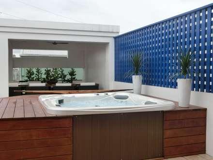 頂樓利用空間規劃設計SPA熱水溫泉池:  庭院泳池 by 上群休閒水藝開發有限公司