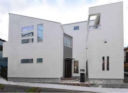 外観: 滝沢設計合同会社が手掛けた屋根です。