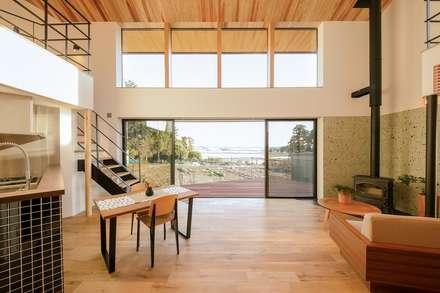 Living Room: STaD(株式会社鈴木貴博建築設計事務所)が手掛けたリビングです。