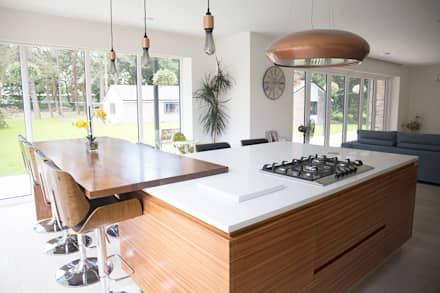Grove Kitchen:  Kitchen units by Daniel Scott Kitchens