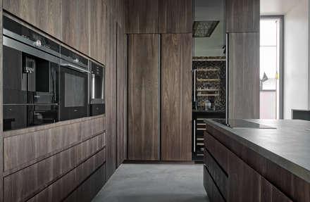 Дизайн-проект дома в стиле контемпорари площадью 330 кв.м. Подмосковье: Встроенные кухни в . Автор – Владимир Маркин