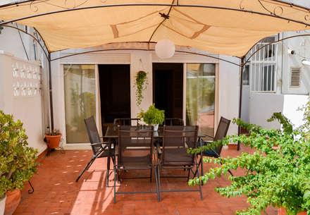 TERRAZA - HOME STAGING VIVIENDA ANTIGUA EN VALENCIA : Terrazas de estilo  de Le Coquelicot Atelier