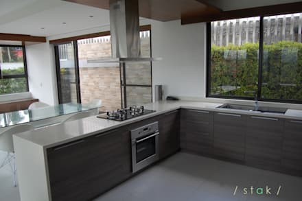 Modular Kitchen - Tagaytay City: modern Kitchen by Stak Modern Kitchens