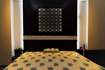 Abhishek & Swati Couple Room Interior: rustic Bedroom by tcrproject