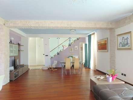 Villa 1 - Carapelle (FG): Sala da pranzo in stile in stile Moderno di Studio di Architettura e Design Giovanni Scopece