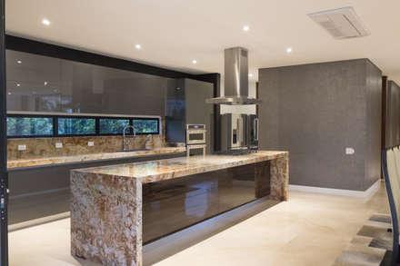 Встроенные кухни в . Автор – astratto