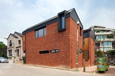 운중동 주택: 건축사사무소 ids의  목조 주택