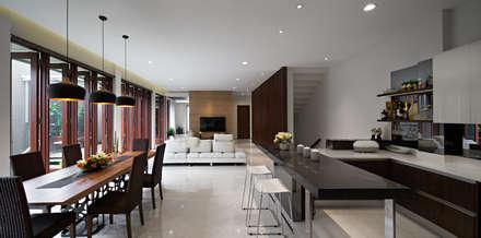 Casas unifamiliares de estilo  por BAMA