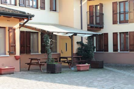 Pergola ADDOSSATA portata 90 Kg: Giardino in stile in stile Classico di ONLYWOOD