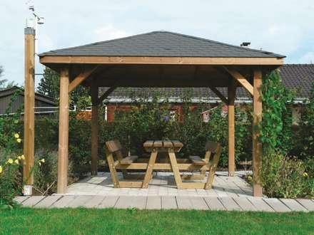 Gazebo KIOSK in legno impregnato 347 x 347 cm con tetto in legno: Giardino in stile in stile Classico di ONLYWOOD