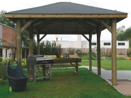 Gazebo KIOSK in legno impregnato 629 x 347 cm con tetto in legno: Giardino in stile in stile Classico di ONLYWOOD