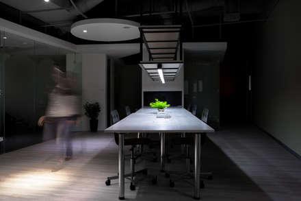 中瀛科技實驗室  辦公室設計:  辦公室&店面 by 成寰設計有限公司
