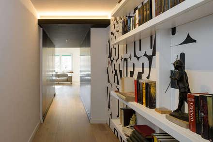 Roma, Garbatella - residenza privata: Ingresso & Corridoio in stile  di Patrizia Burato Architetto