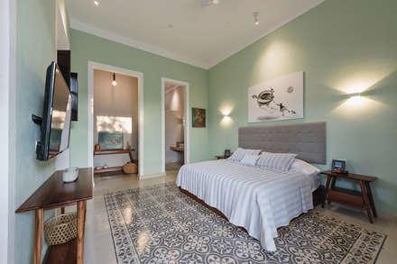 colonial Bedroom by Workshop, diseño y construcción