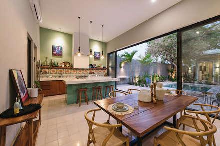 Cucina attrezzata in stile  di Workshop, diseño y construcción