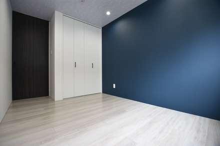 2階 お部屋: 有限会社 秀林組が手掛けた子供部屋です。
