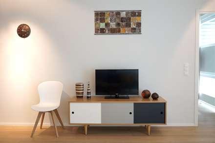 Sideboard skandinavisch: skandinavische Wohnzimmer von Baltic Design Shop