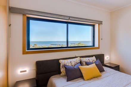 Apartamento Village Marina – Olhão – Apartment in Village Marina – Olhão: Quartos modernos por Ivo Santos Multimédia