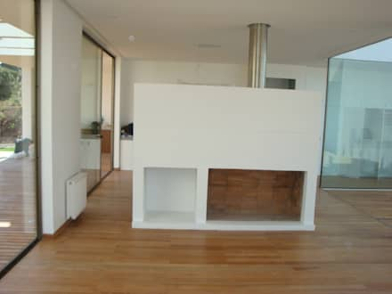 78_CasaMarbella_Vivienda: Livings de estilo moderno por Rakau Construcción + Arquitectura