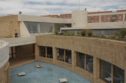 Centro de desarrollo comunitario El Porvenir Bosa : Estanques de jardín de estilo  por Polanco Bernal Arquitectos