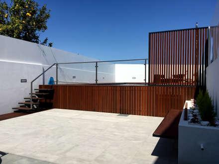 Remodelação de Fachada de Habitação em Aradas, Aveiro: Piscinas modernas por GAAPE - ARQUITECTURA, PLANEAMENTO E ENGENHARIA, LDA