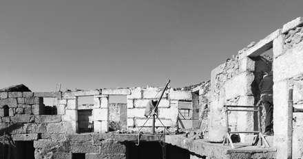 Edificação do Existente: Casas unifamilares  por Eurico Soares Teixeira Arquiteto - Unipessoal, Lda